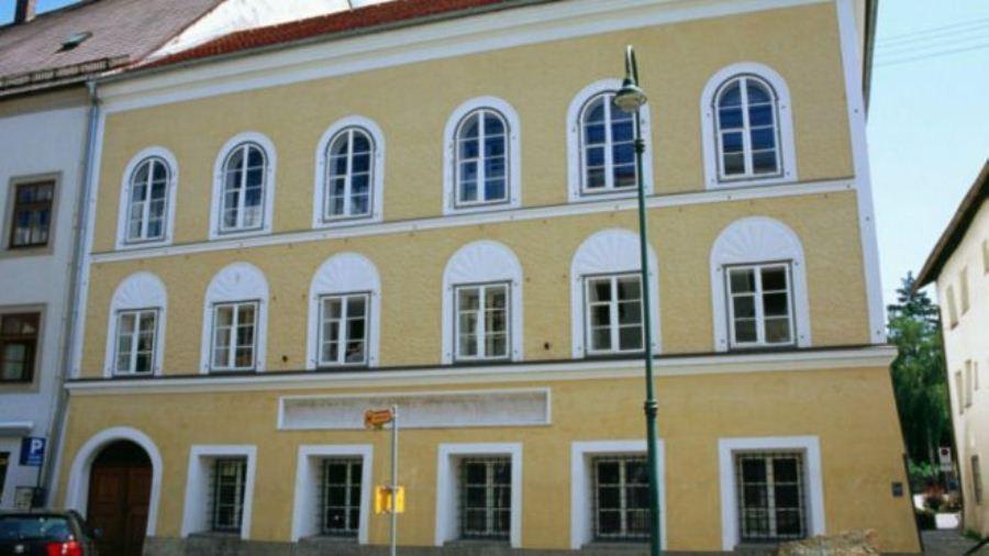 Áustria decide derrubar casa casa em que Hitler nasceu