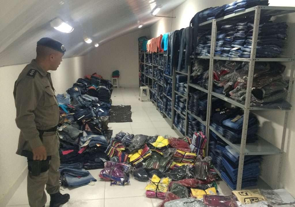Polícia faz grande apreensão de roupas falsificadas em loja no Setor Norte Ferroviário
