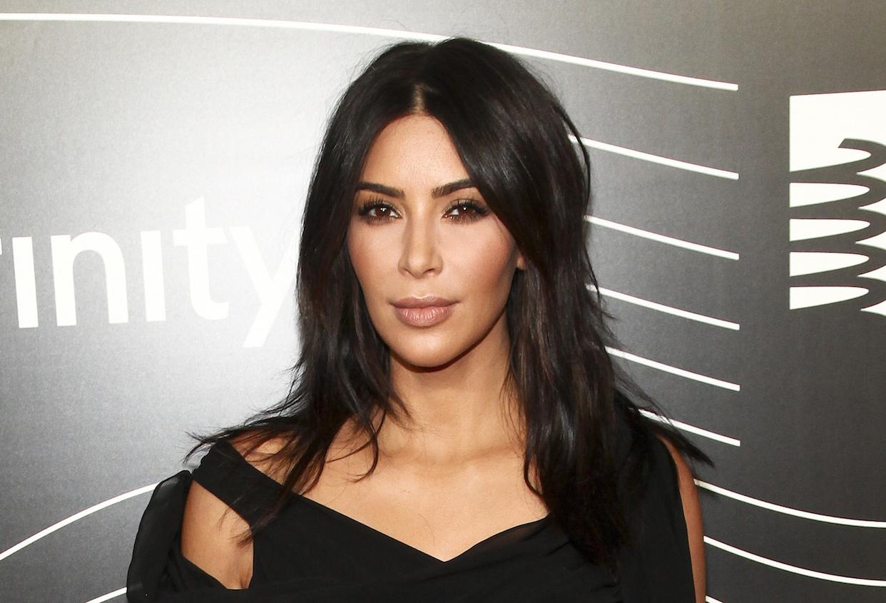 Kim Kardashian anuncia nascimento da filha, gerada por barriga de aluguel