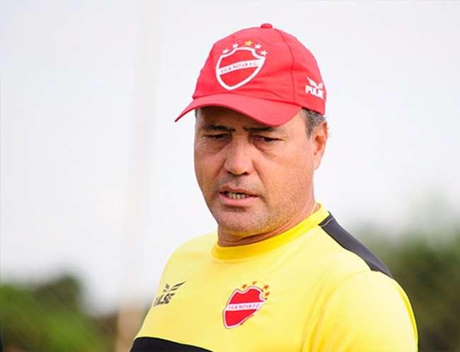 Técnico não resiste sequência de derrotas e é demitido do Vila Nova