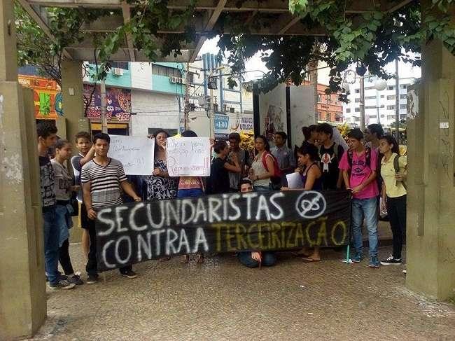 Justiça concede liminar de reintegração de 11 escolas ocupadas por manifestantes