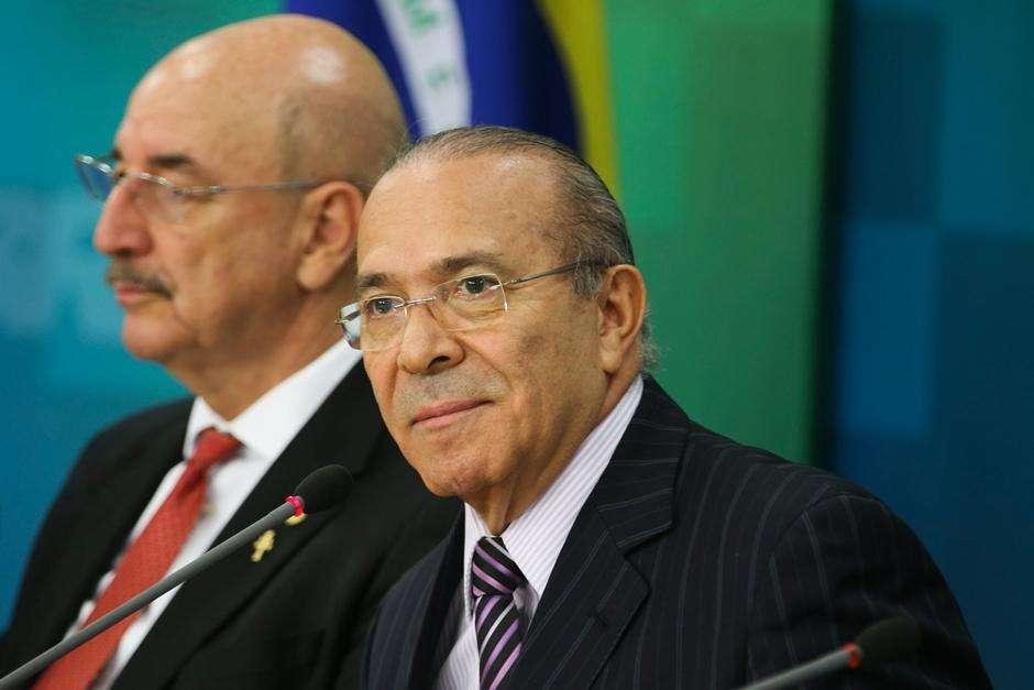 Ministros vão reassumir mandato para votar parecer sobre denúncia contra Temer
