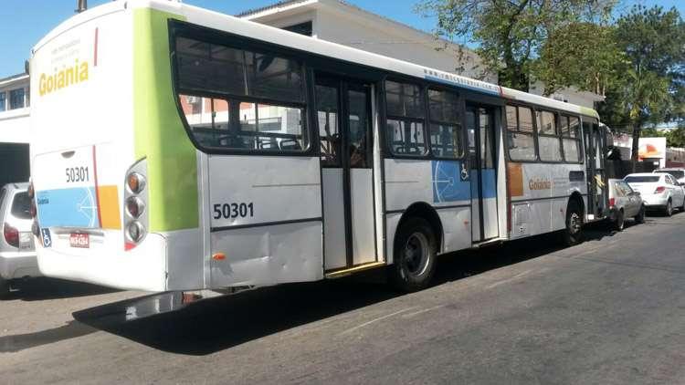 Homem é preso após furtar ônibus do transporte coletivo, em Goiânia