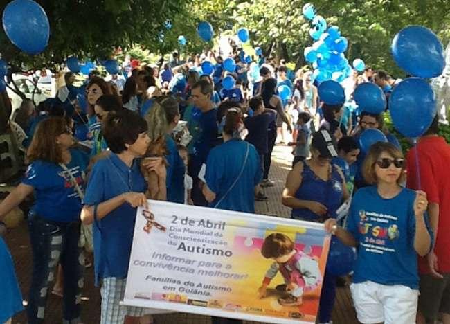 Caminhada no Parque Vaca Brava lembra o Dia Mundial de Conscientização do Autismo