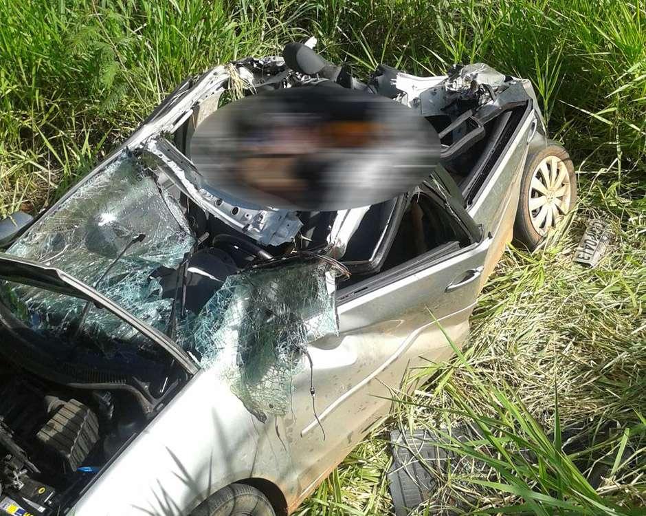 Ladrões em carro roubado sofrem acidente na GO-010 e dois morrem