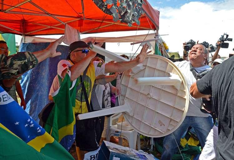 Tumulto leva à prisão de dois policiais civis durante marcha em Brasília