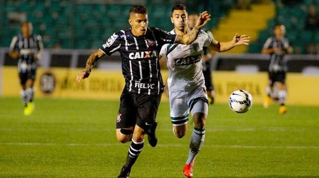 Marcão, ex-Atlético, marca e Figueirense bate Corinthians