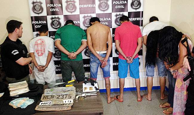 Polícia prende 11 acusados de clonar veículos