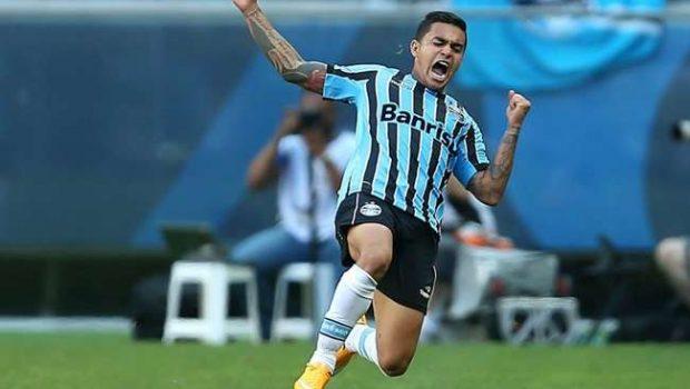 Grêmio goleia Inter, ultrapassa rival e entra no G4