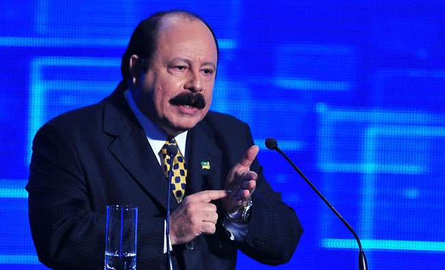 Levy Fidelix mantém discurso e diz que 'não foge do pau'