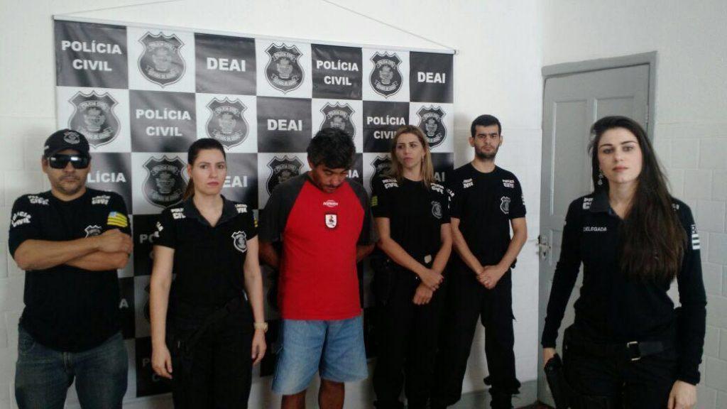 Homem é preso por suspeita de ameaçar e extorquir a própria mãe, em Goiânia