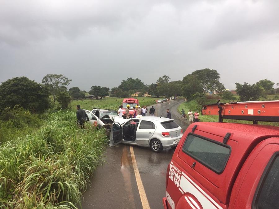 Colisão frontal deixa oito pessoas feridas em Ipameri
