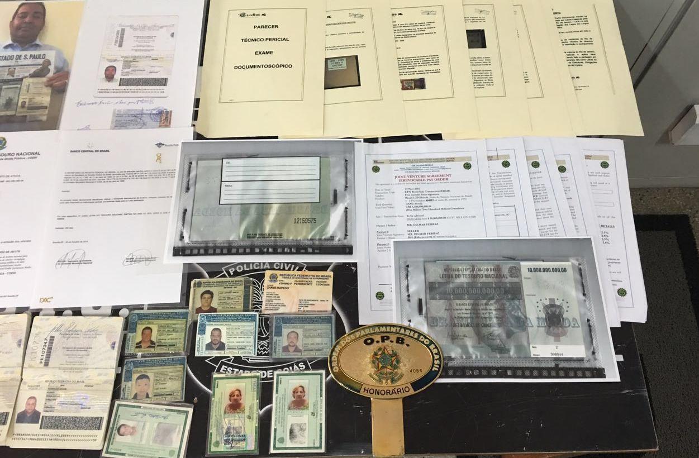 Quadrilha é presa tentando vender falso dinheiro do Iraque, em Goiânia