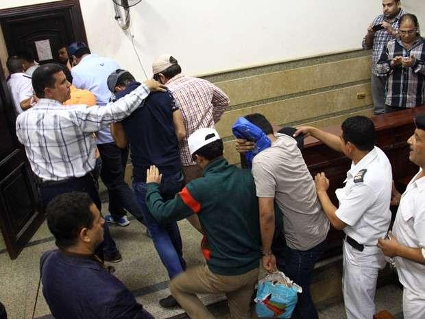 Egito condena oito por participação em casamento gay
