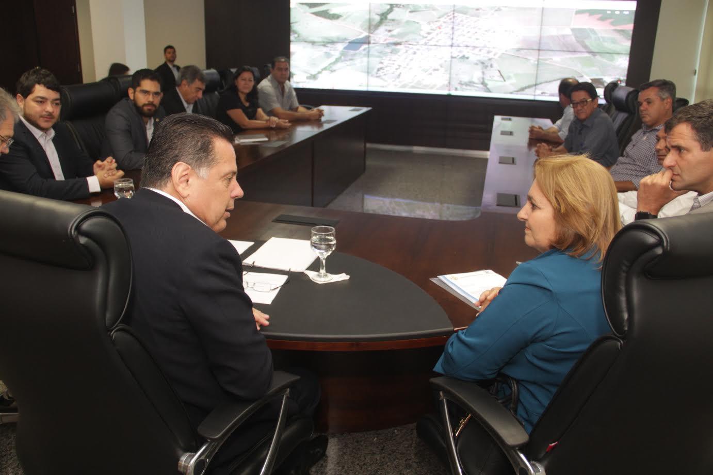 Marconi sugere a prefeitos que criem consórcios municipais para baixar custo de pavimentação