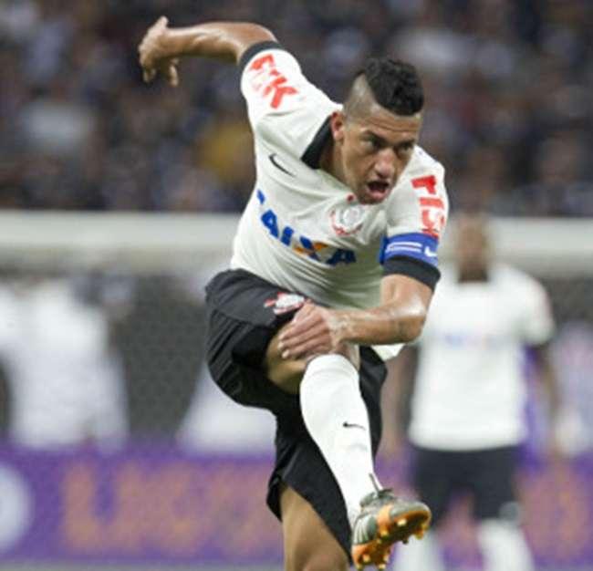Ainda lesionado, Ralf desfalca treino do Corinthians