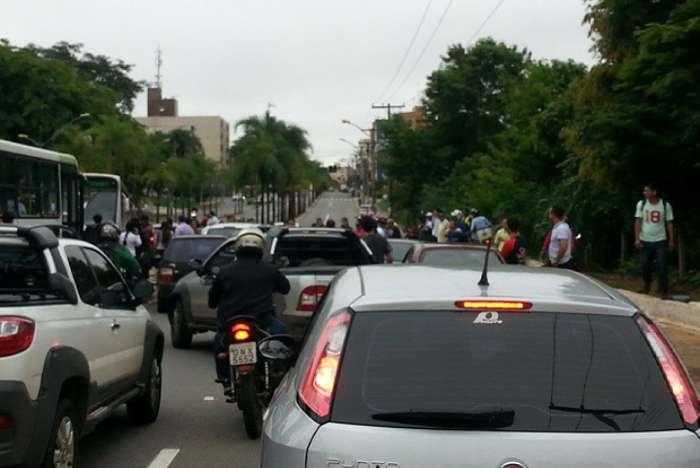 Quatro pessoas ficam feridas em acidente na Rua 90
