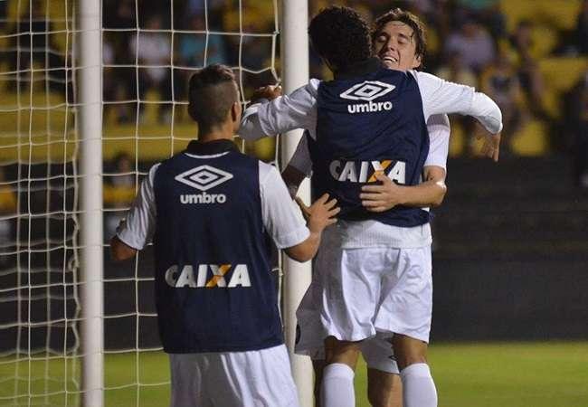 Com gol no final, Atlético-PR ganha do Criciúma fora