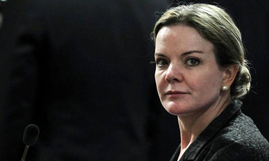 Gleisi Hoffmann divulga nota em nome da CAE do Senado e minimiza corte da Selic