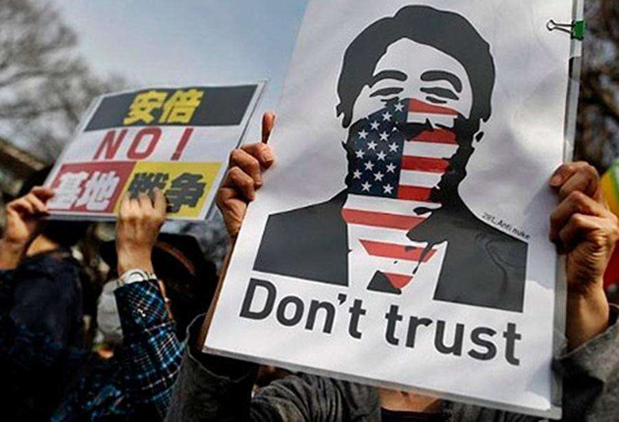 Japoneses protestam contra presença militar dos EUA no país