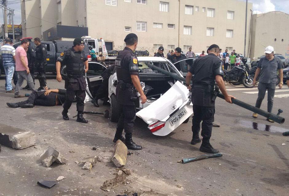 Perseguição policial termina em acidente na Avenida Anhanguera