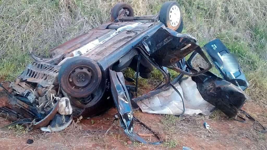 Capotamento na G0-305 deixa quatro pessoas mortas e duas feridas
