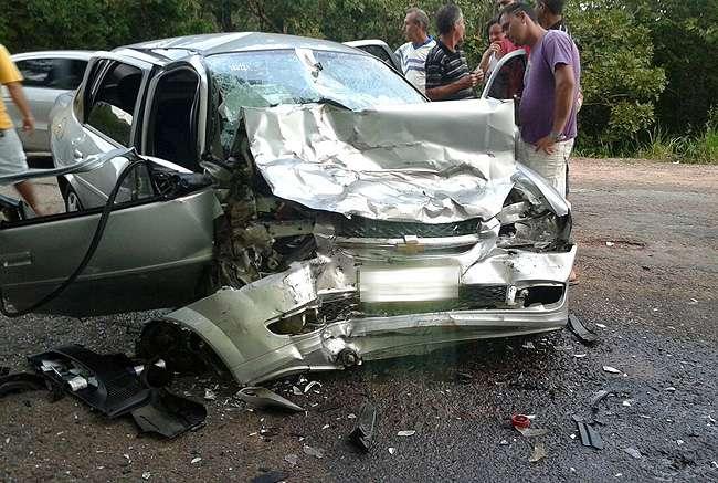 Idoso morre e três ficam feridos em colisão frontal na GO-164