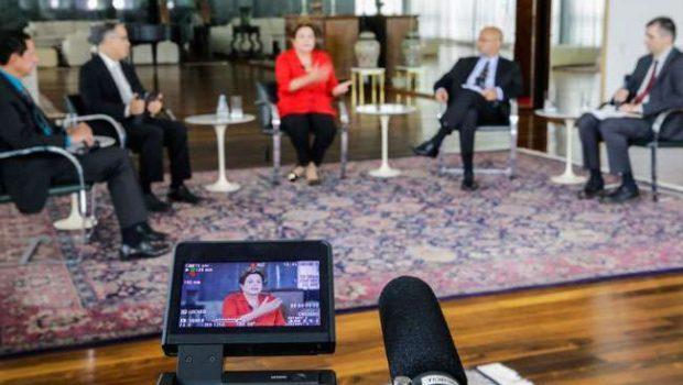 Mercado interferir na política é inadmissível, diz Dilma