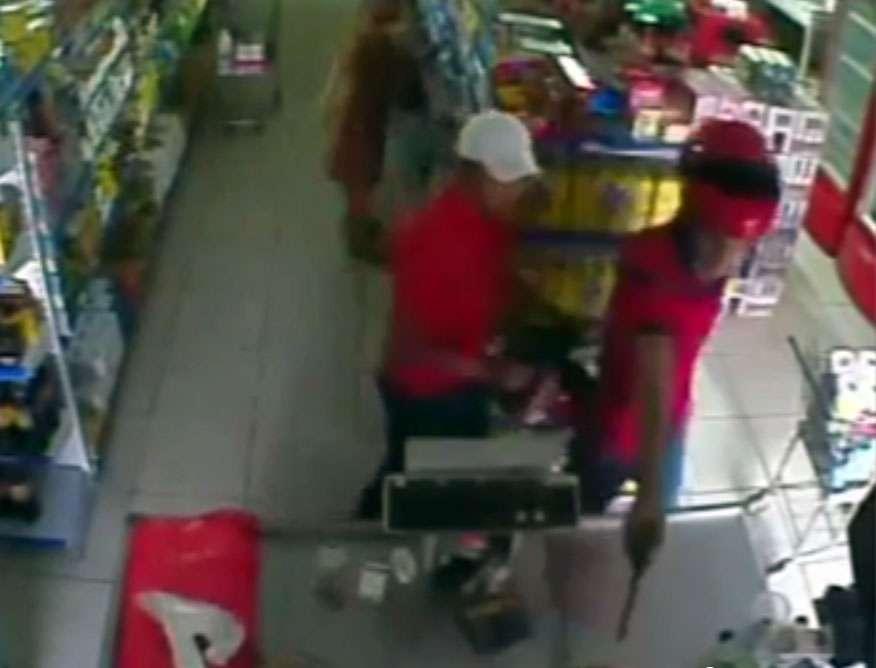 Polícia divulga vídeo para tentar identificar assassinos de comerciante em Uruaçu
