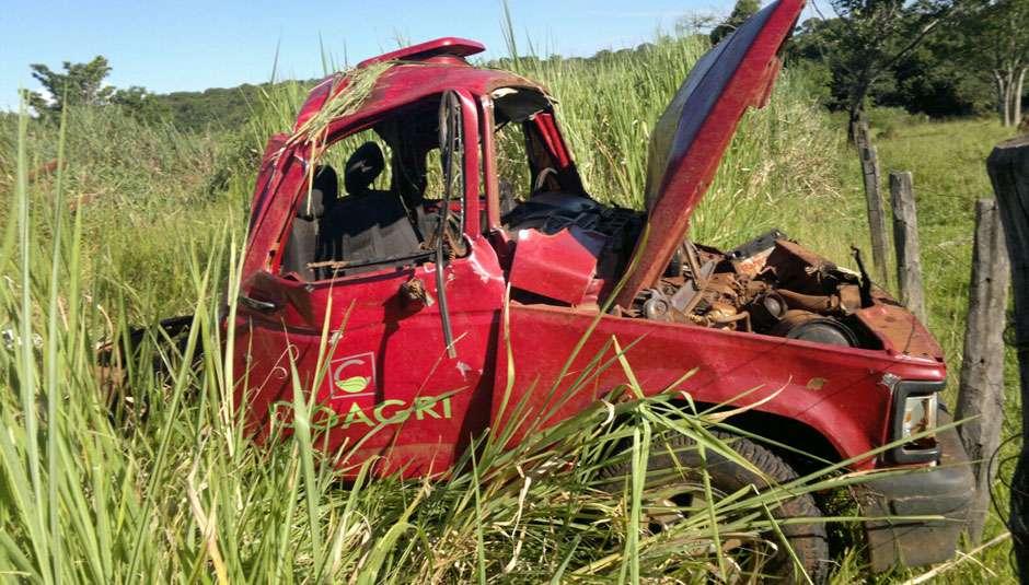 Condutor alcoolizado capota veículo, mata duas pessoas e deixa outras três feridas