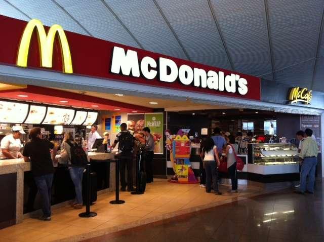 McDonald's é condenada a indenizar consumidora por lanche com fungos