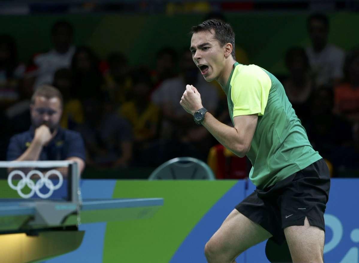 Hugo Calderano se classifica para terceira rodada de tênis de mesa
