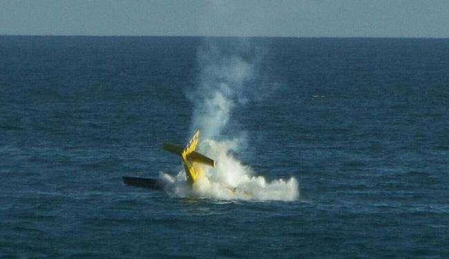 Piloto de esquadrilha goiana morre em acidente após avião cair no mar, em Salvador