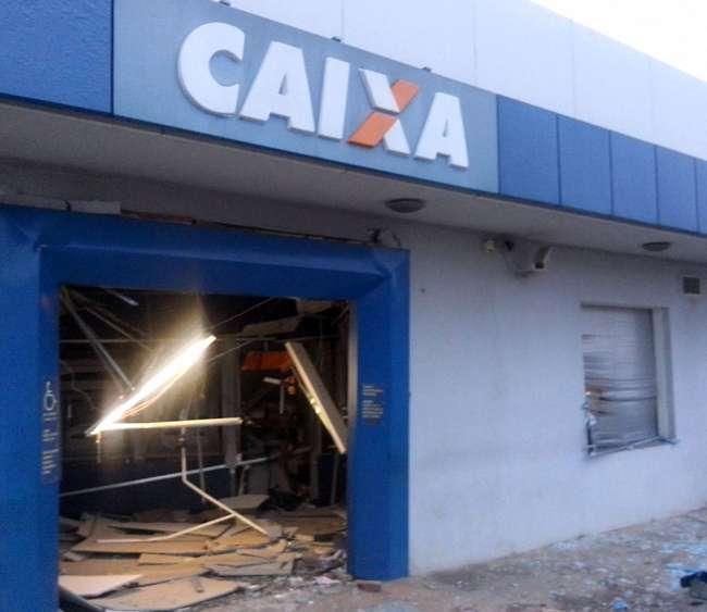 Bandidos explodem caixa eletrônico em Indiara