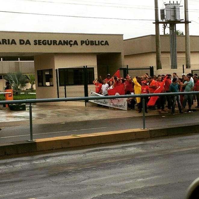 MST faz manifestação em frente a Secretaria de Segurança Pública
