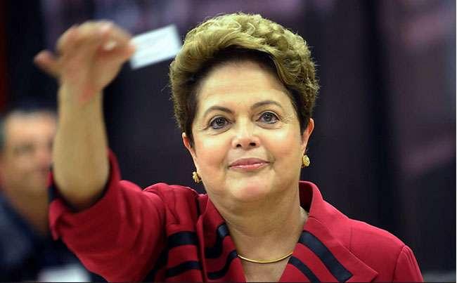 Dilma Rousseff inicia ataques a Aécio Neves nas redes sociais