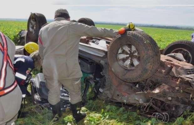 Capotamento deixa dois mortos na BR-364 em Portelândia