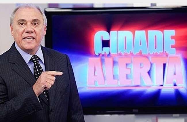Marcelo Rezende exibe matérias de celebridades no 'Cidade Alerta' para salvar audiência
