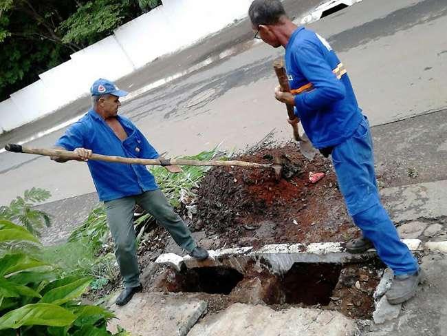 Mais de 2.500 toneladas de entulho foram retirados de bocas de lobo em Goiânia
