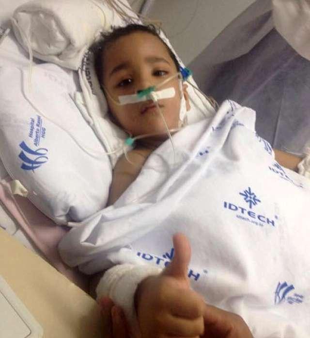 Após morte de irmão, gêmeo siamês Heitor apresenta melhora