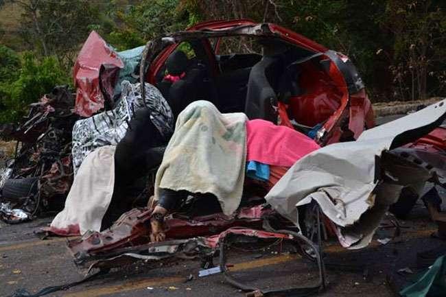 Três pessoas morrem e duas ficam feridas em acidente na BR-153