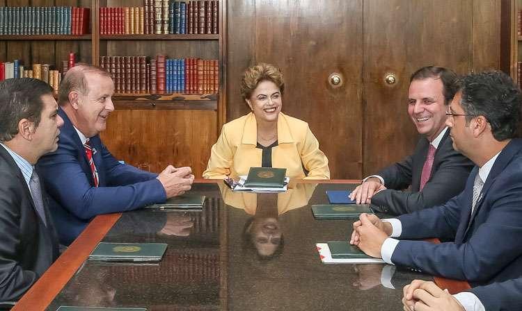 Prefeitos se reúnem com Dilma e repudiam pedido de abertura de impeachment
