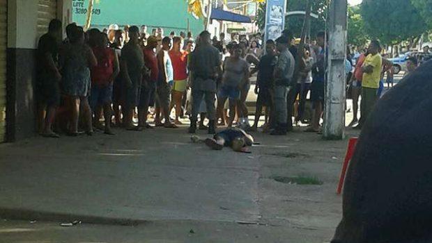 Comerciante é morto por bala perdida durante troca de tiros entre PM e bandidos