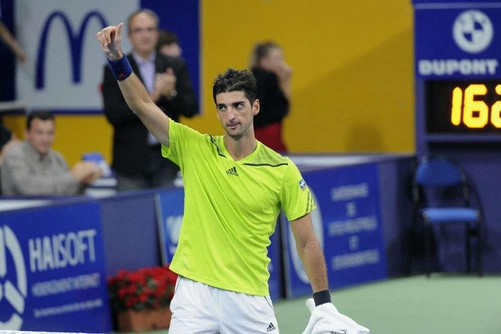 Bellucci vence holandês e vai às semifinais na França