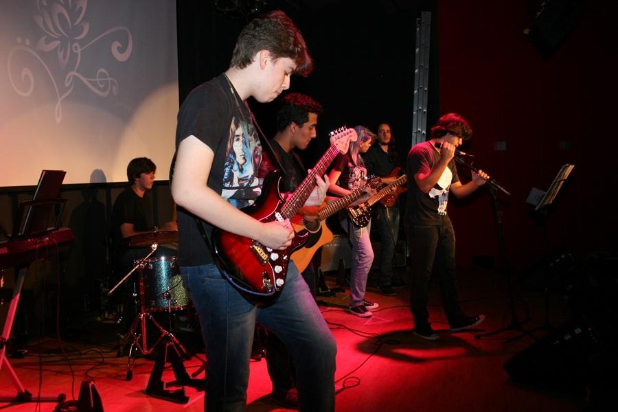 Estudantes de música dividem palco com bandas profissionais no Setor Bueno