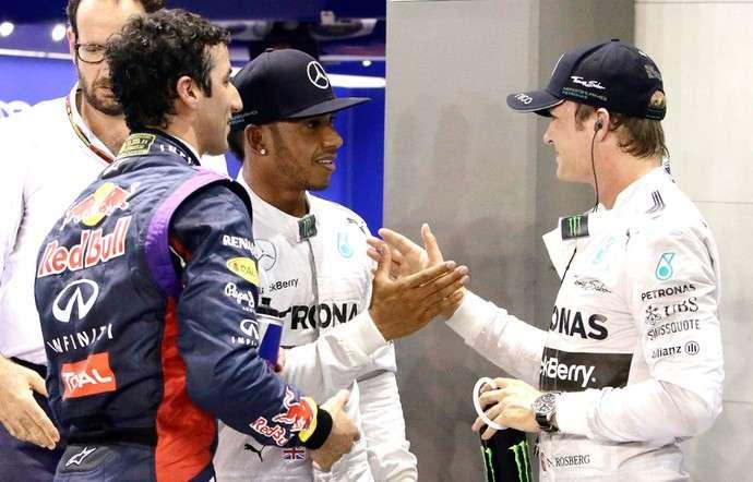 Hamilton bate Rosberg por 0s007 e é pole em Cingapura