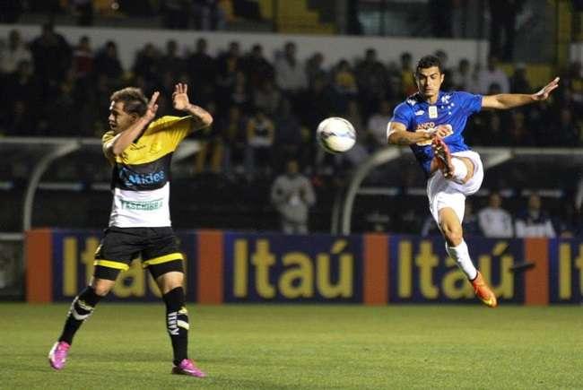 Egídio vê adversários 'precavidos' contra Cruzeiro em BH