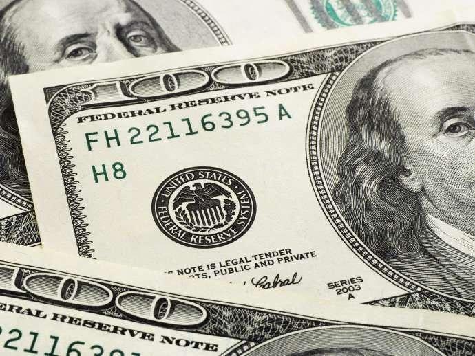 Dólar dispara e bate R$ 3,28, maior cotação em 12 anos