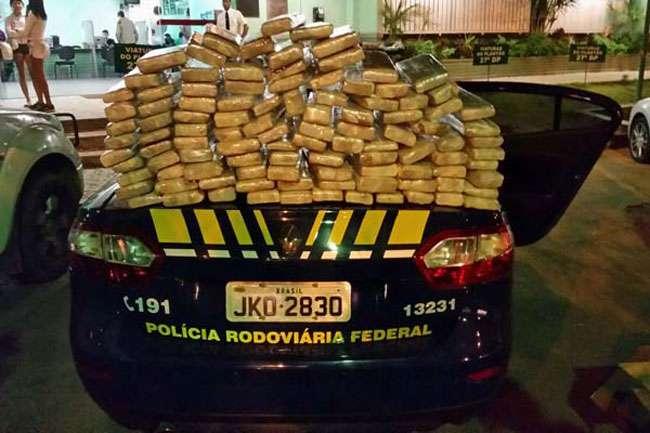 Polícia Rodoviária Federal apreende 115 quilos de maconha em ônibus na BR-060