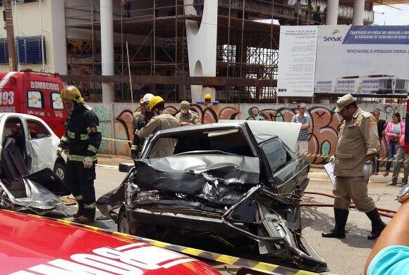 Colisão entre veículos deixa uma pessoa morta no Setor Santa Genoveva, em Goiânia
